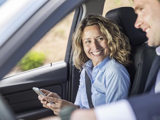 Danske firmabilister multitasker og kører for stærkt