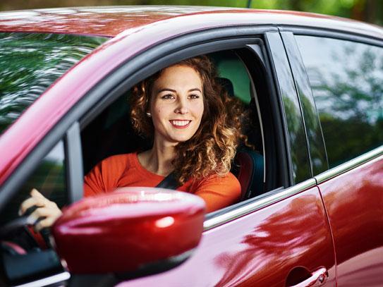 Ny forsøgsordning: Tag kørekort som 17-årig